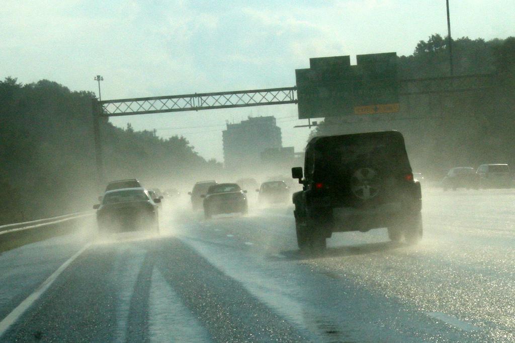 160608_142_6 วิธีขับเตรียมรับมือหน้าฝน ให้อยู่หมัด_pic1